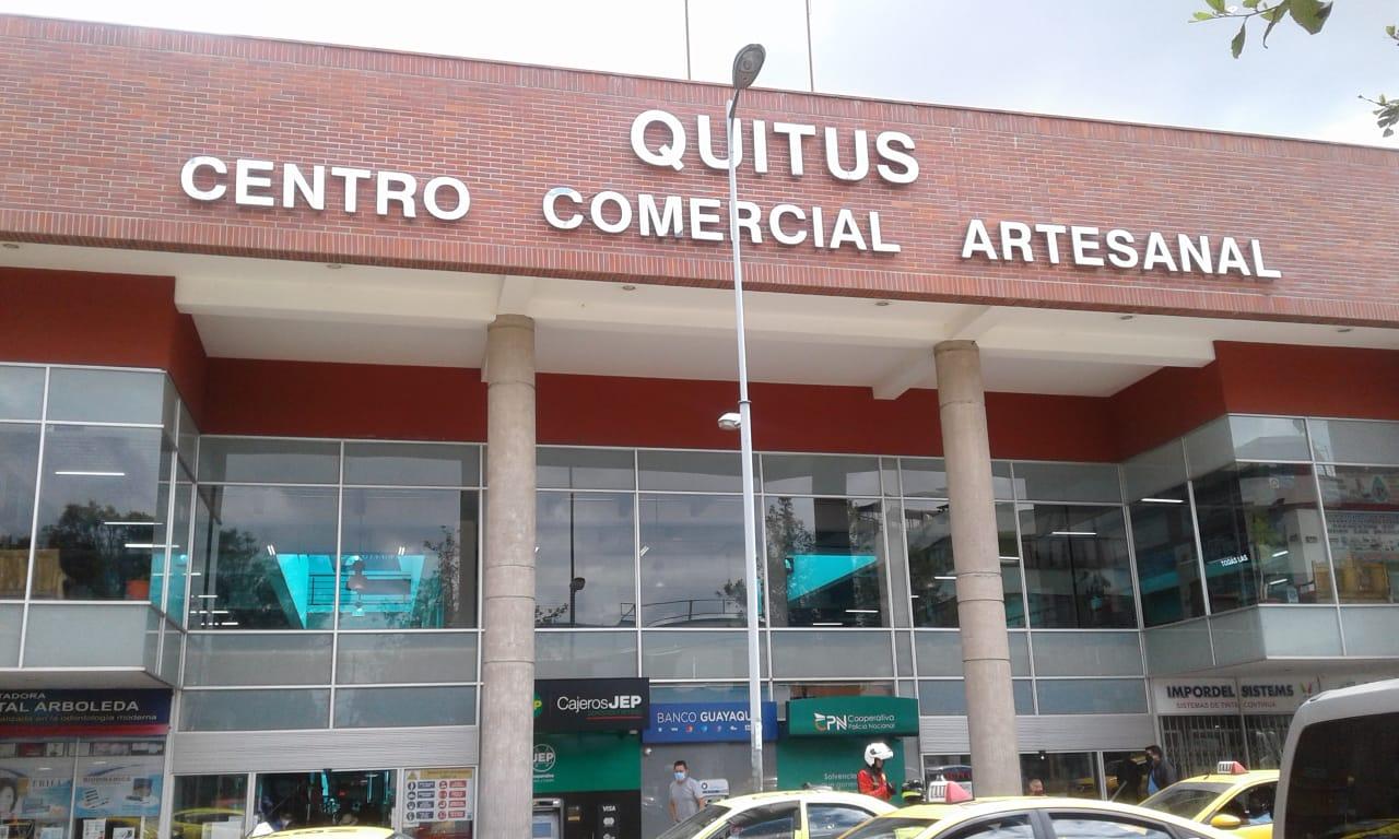 EN EL CENTRO COMERCIAL QUITUS VENDO LINDO LOCAL COMERCIAL
